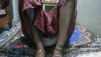 Телка с шикарными сисяндрами сосет фаллос кавалера на дивана