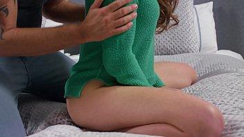 Миловидная рыжуха приласкала член качка развратным порно на диване