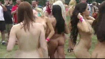 Два туриста пытаются секс втроем с густой латинос в колготках