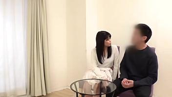 Японочка в очаровательном одежду дрочит свои пизды секс игрушкой