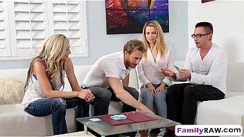 Муж зырит как уже в годах жена дрюкается с другим